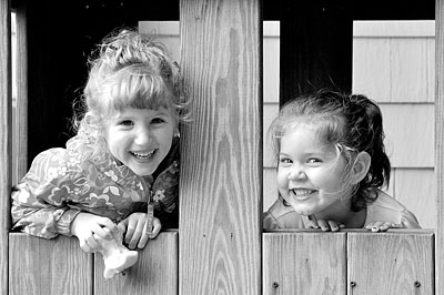 Samantha and Rachel play at the orchard. Click image to see these photos and lots more.