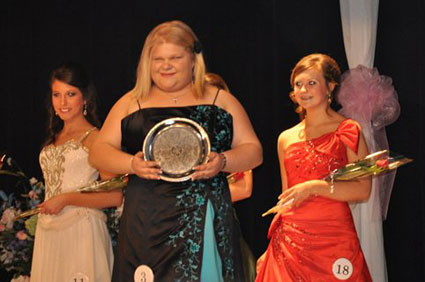 Erica wins Miss Congeniality - Click to see more photos