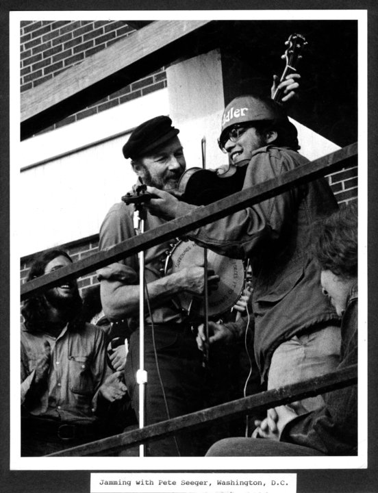 Jamming with Pete Seeger, Washington, D.C., May 2, 1971 during Mayday antiwar rally. Photo by Thomas C. Fitzgerald, used with permission.