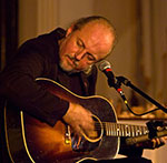 Garnet Rogers performs at the Rose Garden Coffeehouse in Mansfield, Mass., in 2008. Photo by Stephen Ide