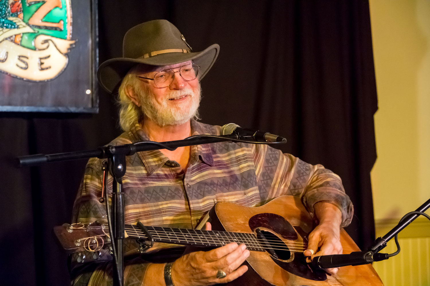 Bill Staines performs at the Rose Garden Coffeehouse in Mansfield, Mass., in 2016. Photo by Stephen Ide